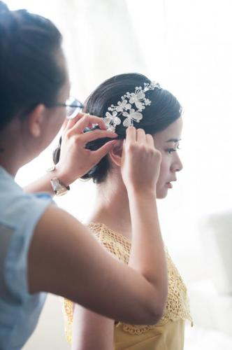 RedTree Photography BrideGettingReady39-min